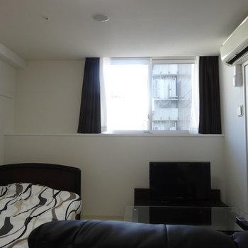大きい窓がいいですね※写真は同間取り別部屋のものです。