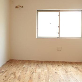 なので、北側は真四角じゃないんです。※写真は2階の同じ間取りの別部屋です