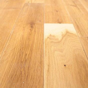 床の素材はこんな感じ。※写真は2階の同じ間取りの別部屋です