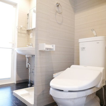 トイレと一体で広い空間