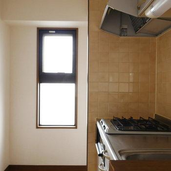 キッチンにも窓があって明るいですね