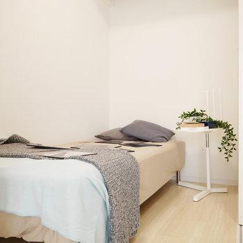 寝室は2.7帖