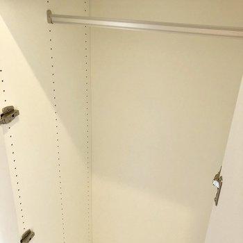 大容量のクローゼット。※写真は6階の同間取り別部屋のものです。