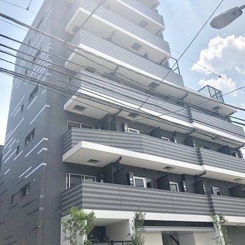 7階建て、新築です。