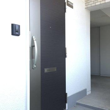 玄関扉は2重ロック!
