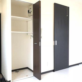 洗濯機置場と棚