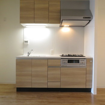 キッチン横には結構なスペースが