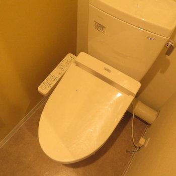 温水洗浄便座はもちろんついています