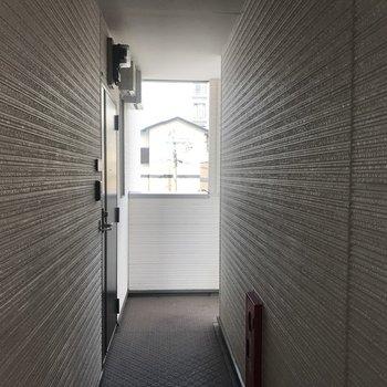 共同廊下、ちょっと狭めかな