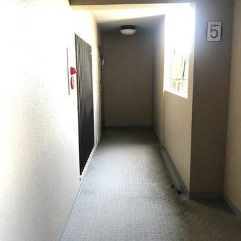 外廊下になってるけど屋根があるからそんなに濡れないかな