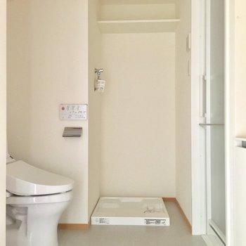 トイレ・洗面・洗濯機とお風呂が集合したパウダールーム。※通電前の写真です