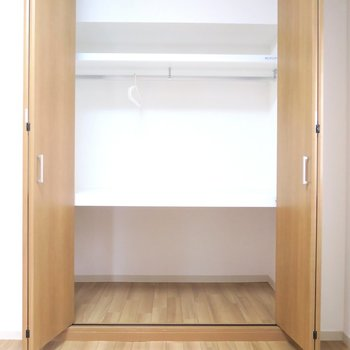 部屋②収納もまずまずの大きさ