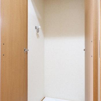 洗濯機置場は扉で隠せますよ。