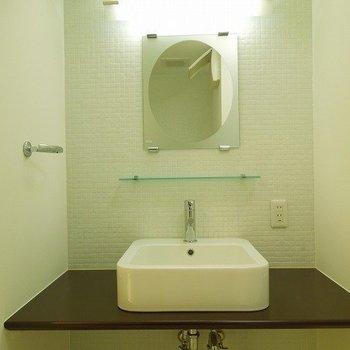 洗面台※写真は同間取り別部屋のものです。