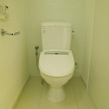 うれしいウォシュレットつきトイレ※写真は同間取り別部屋のものです。