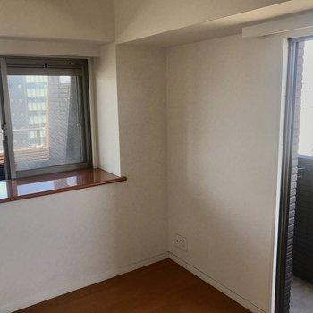 寝室には2窓。