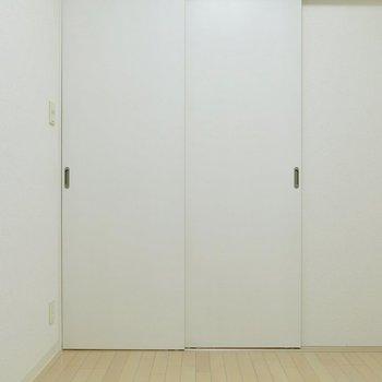 閉めるとこんな感じ※写真は反転間取り別部屋のものです。