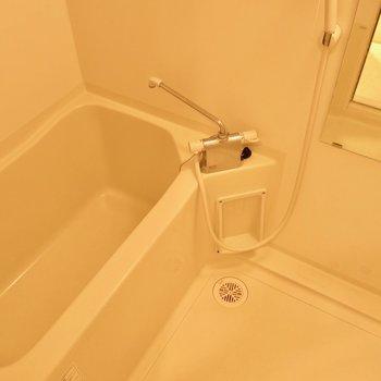 必要十分なお風呂※写真は反転間取り別部屋のものです。