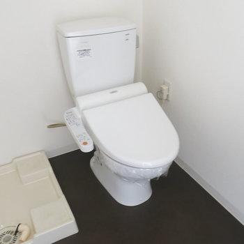 トイレはアメセパタイプ!※写真は同間取り別部屋のものです。