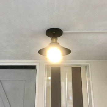 照明がレトロチックで可愛い!