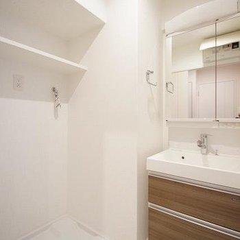 洗濯パンの上の棚って、なにげに重宝しますよね。(※写真は同じ間取りの13階のお部屋のもの)