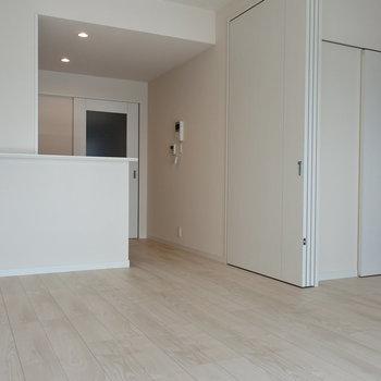 お部屋を開け放つとこんな感じです。(※写真は同じ間取りの13階のお部屋のもの)