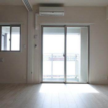 寝室はしめても小窓があるのです。(※写真は同じ間取りの13階のお部屋のもの)