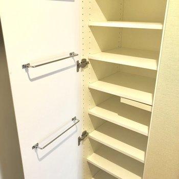 靴箱、大容量!※写真は2階の同間取り別部屋のものです。