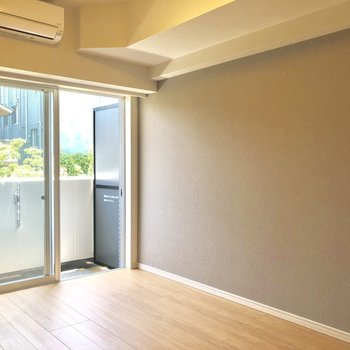 エアコン付いてます〜※写真は2階の同間取り別部屋のものです。