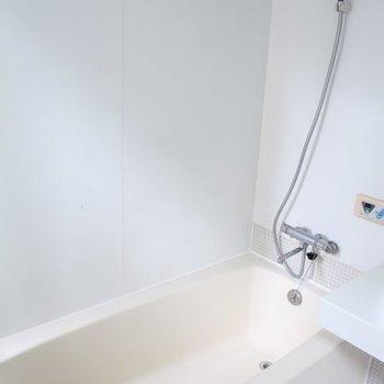 浴槽も大きい。※写真は3階の反転間取りの別部屋です。