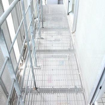 バルコニーも独特!※写真は3階の反転間取りの別部屋です。