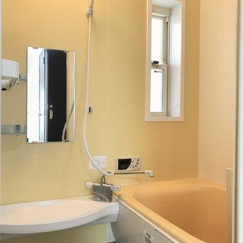 トロピカルな雰囲気のバスルーム