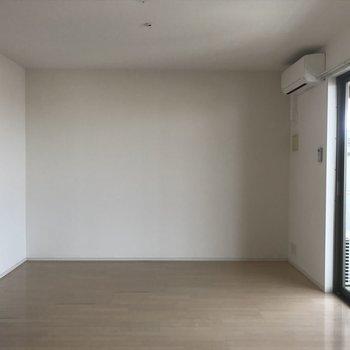 こちらがリビング(※写真は13階の似た間取り別部屋のものです)