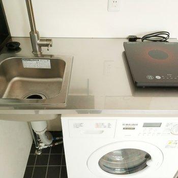 キッチンは1口IHで、下にはドラム式洗濯機が!