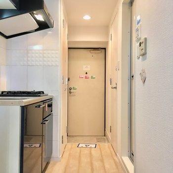 ここからキッチンスペース。※7階同じ間取り別部屋の写真です