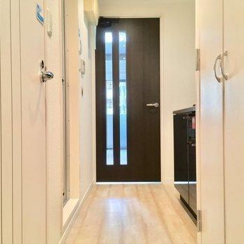 左手前がトイレ、左奥がバスルーム。※7階同じ間取り別部屋の写真です
