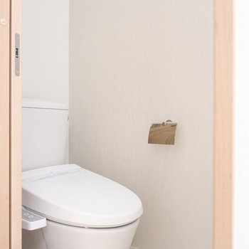 トイレは完全に独立でウォシュレット付き◎