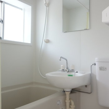 お風呂にも窓あります!