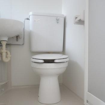 トイレはバスと3点ユニットですね。