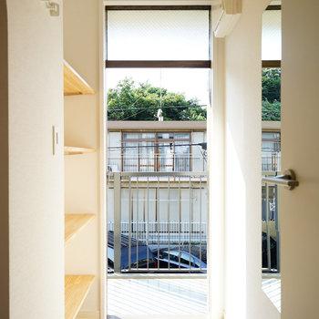 【イメージ】玄関も明るい空間!※写真は別部屋同間取りの写真になります。