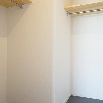 【イメージ】大きなWIC!※写真は別部屋同間取りの写真になります。