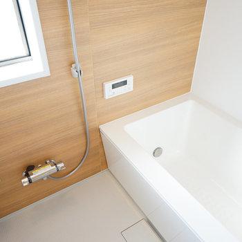 【イメージ】追い焚きと窓付きのお風呂!※写真は別部屋同間取りの写真になります。