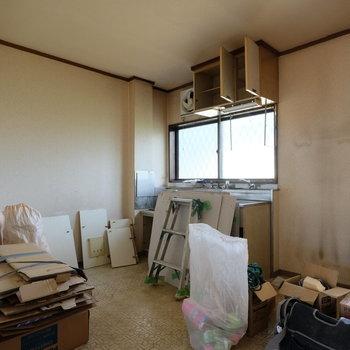 【工事前】キッチン前に窓があるのはうれしいですね!
