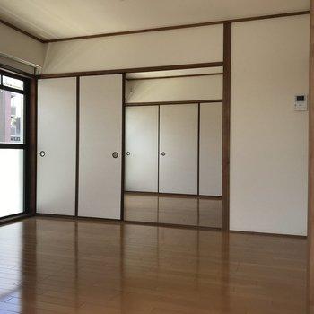洋室は2間続き。襖を外してワンルームスタイルにしちゃうのもアリ◎