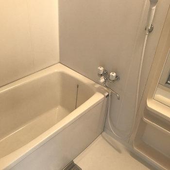 浴室は割とゆったりめですが設備は普通です。
