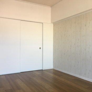 扉で仕切ってみるとこんな感じ。壁のデザインが素敵です。