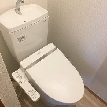 トイレはもちろんウォシュレット付き!
