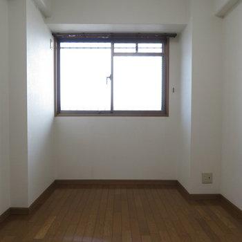 こっちにも窓が