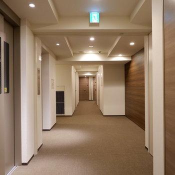 共用部からしっかり整備されてます。※7階の反転間取り別部屋の写真です