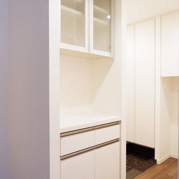 食器棚兼家電も置けますよ◎※7階の反転間取り別部屋の写真です